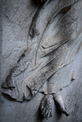 goldman_vivien_Forest-Hills-Cemetery-Figures-in-Stone01