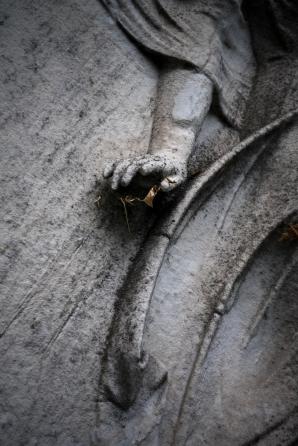goldman_vivien_Forest-Hills-Cemetery-Figures-in-Stone03