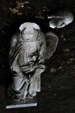 goldman_vivien_Forest-Hills-Cemetery-Figures-in-Stone05