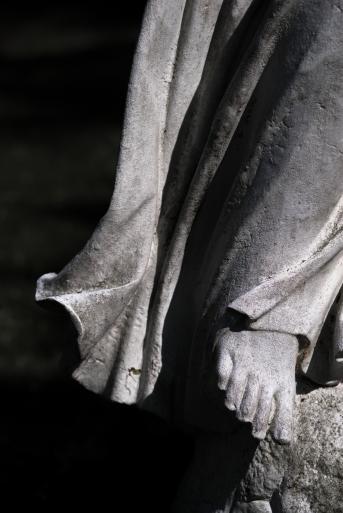 goldman_vivien_Forest-Hills-Cemetery-Figures-in-Stone06